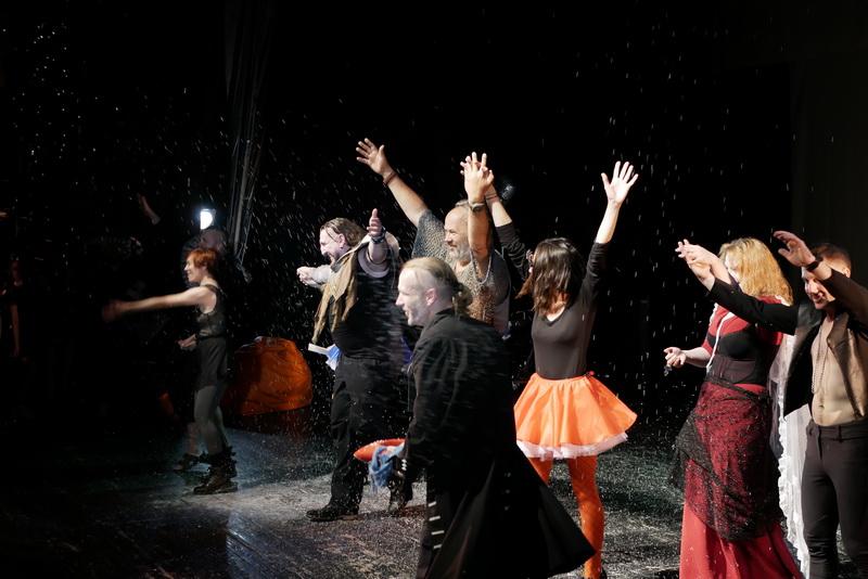 Шекспір перевертався у труні: ветерани АТО зіграли у Франківську  іронічну комедію 10