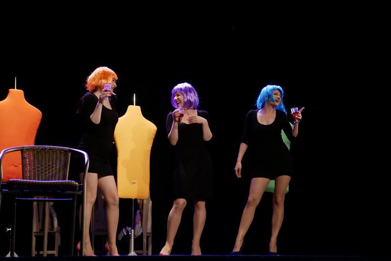 """У театрі ляльок показали виставу для дорослого глядача """"Усе про жінок"""" 1"""