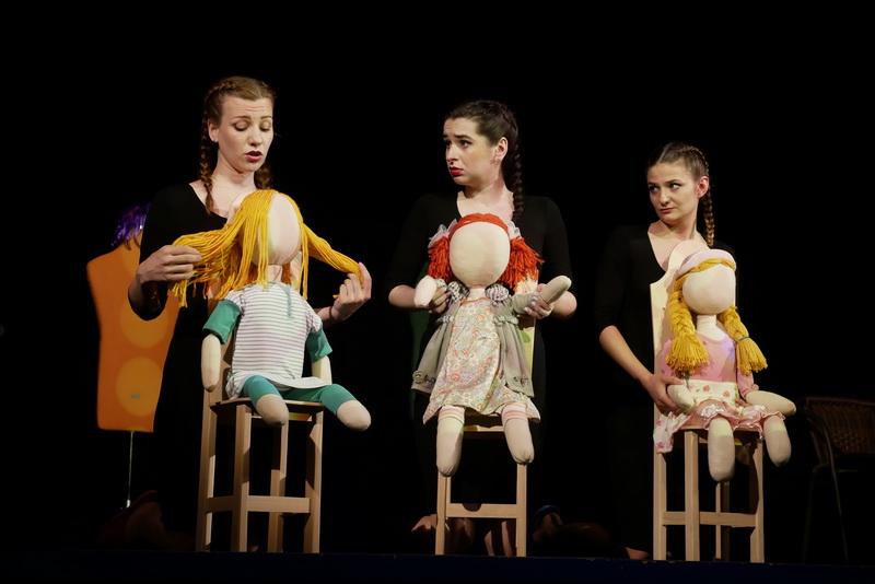 """У театрі ляльок показали виставу для дорослого глядача """"Усе про жінок"""" 3"""