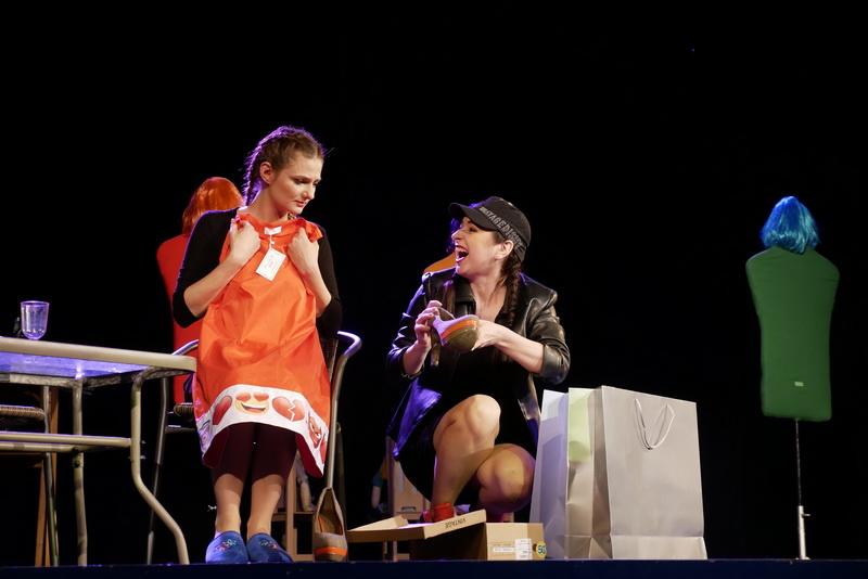 """У театрі ляльок показали виставу для дорослого глядача """"Усе про жінок"""" 4"""