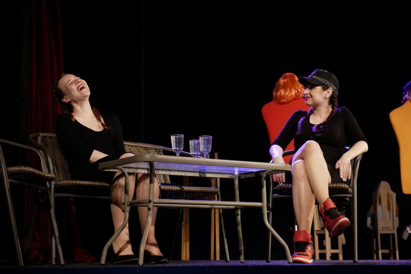 """У театрі ляльок показали виставу для дорослого глядача """"Усе про жінок"""" 6"""