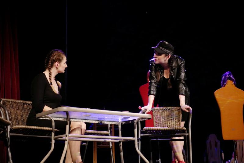 """У театрі ляльок показали виставу для дорослого глядача """"Усе про жінок"""" 9"""
