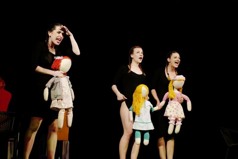 """У театрі ляльок показали виставу для дорослого глядача """"Усе про жінок"""" 10"""
