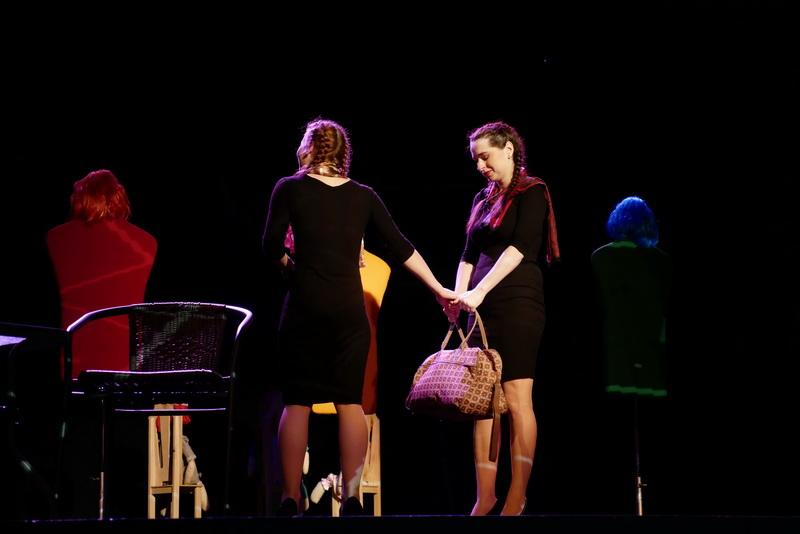 """У театрі ляльок показали виставу для дорослого глядача """"Усе про жінок"""" 14"""