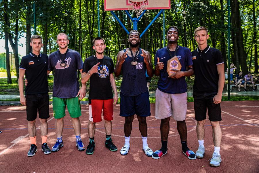Студентська команда ІФНМУ перемогла на відбірковому турнірі Української суперліги з баскетболу 3