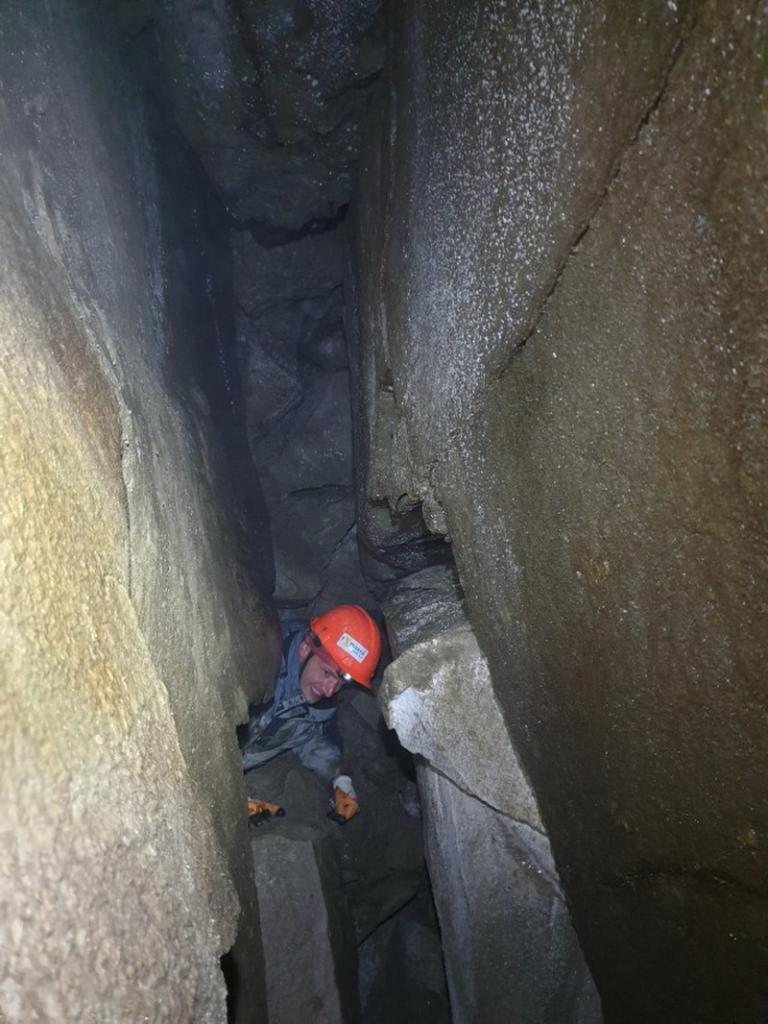 200 м ходів: під горою Піп Іван дослідили печеру 7