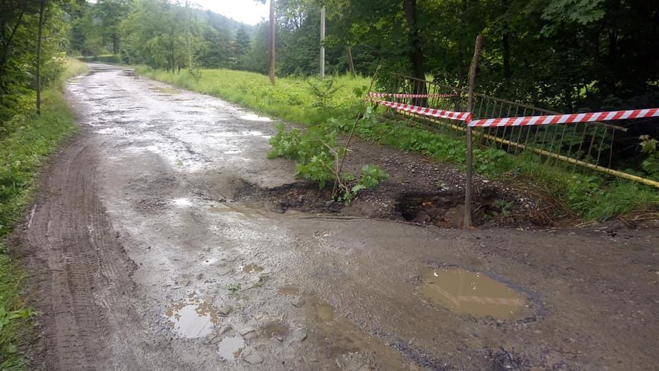 На Косівщині обвалився міст – дістатися Космача можна тільки в об'їзд 4