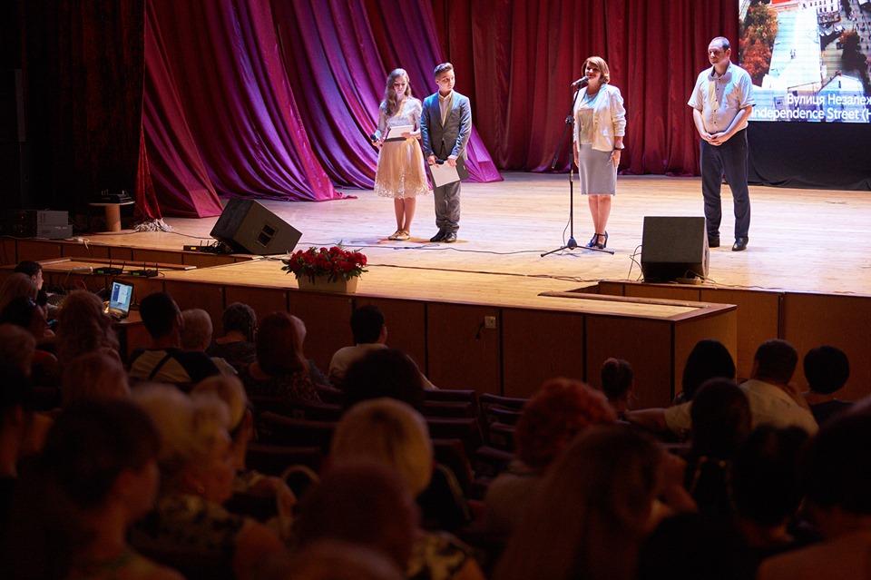 Марцінків привітав медиків з професійним святом і пообіцяв премії 8