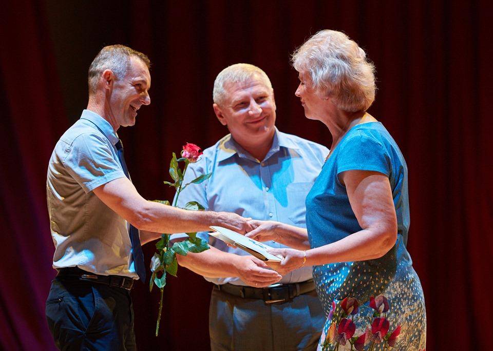 Марцінків привітав медиків з професійним святом і пообіцяв премії 4