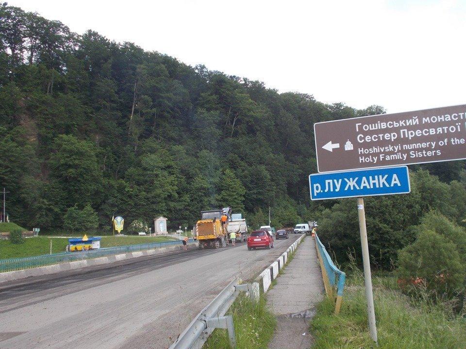 На Франківщині ремонтують автотрасу до Гошева 1