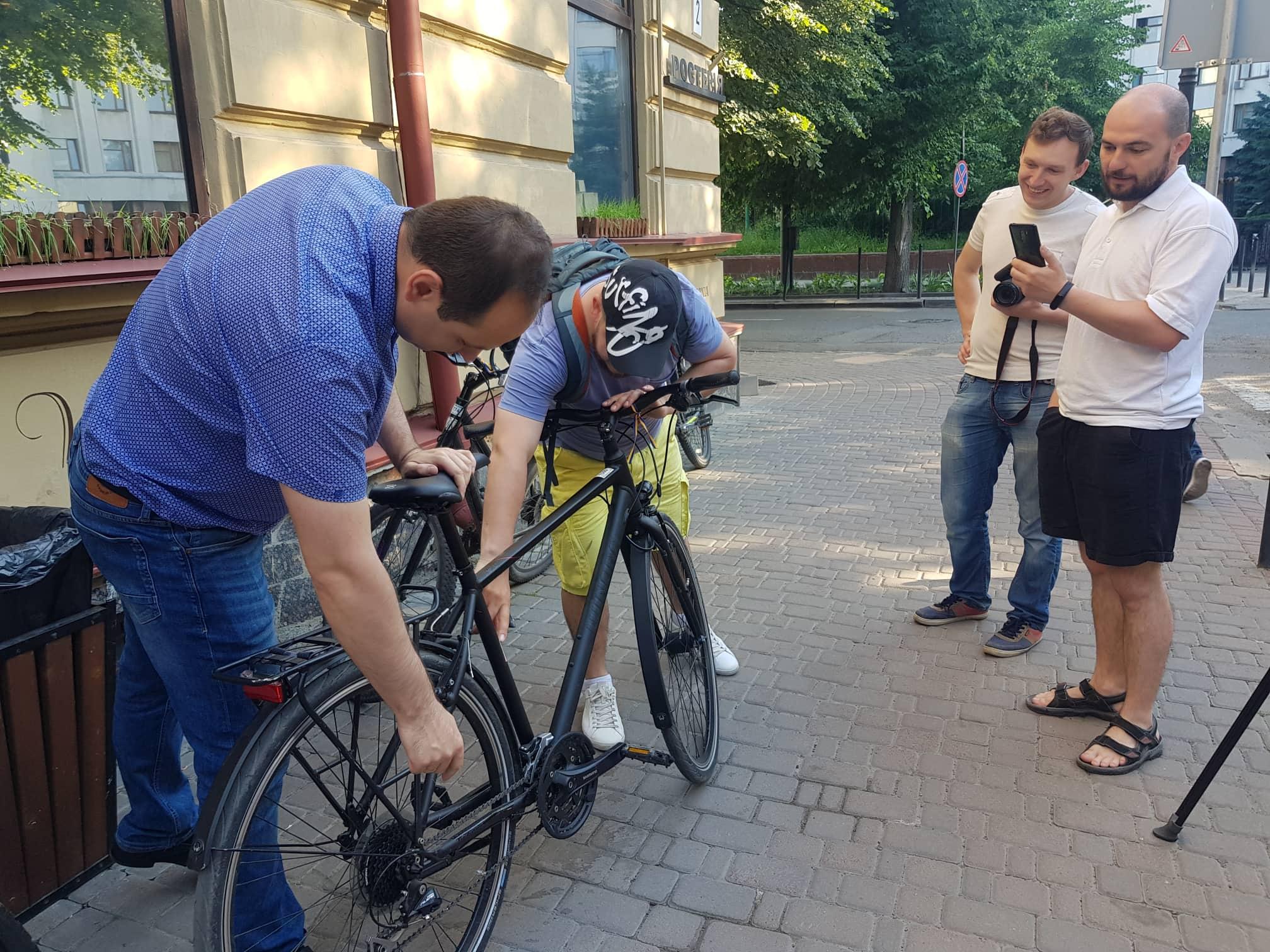 Франківські чиновники на велосипедах проінспектували місто 4