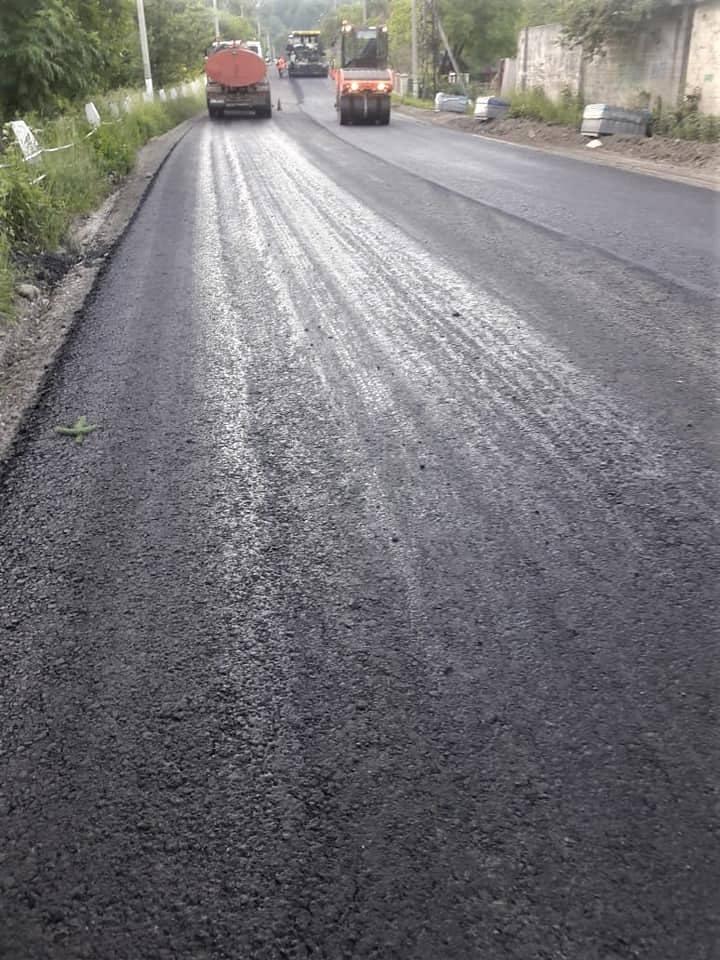 Завершують ремонт автотраси в Косівському районі – стелять покриття 2