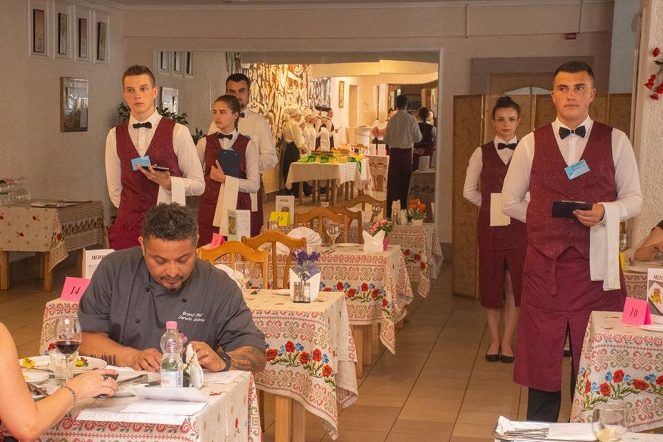 Мер Марцінків приймав іспити у кухарів та офіціантів 6