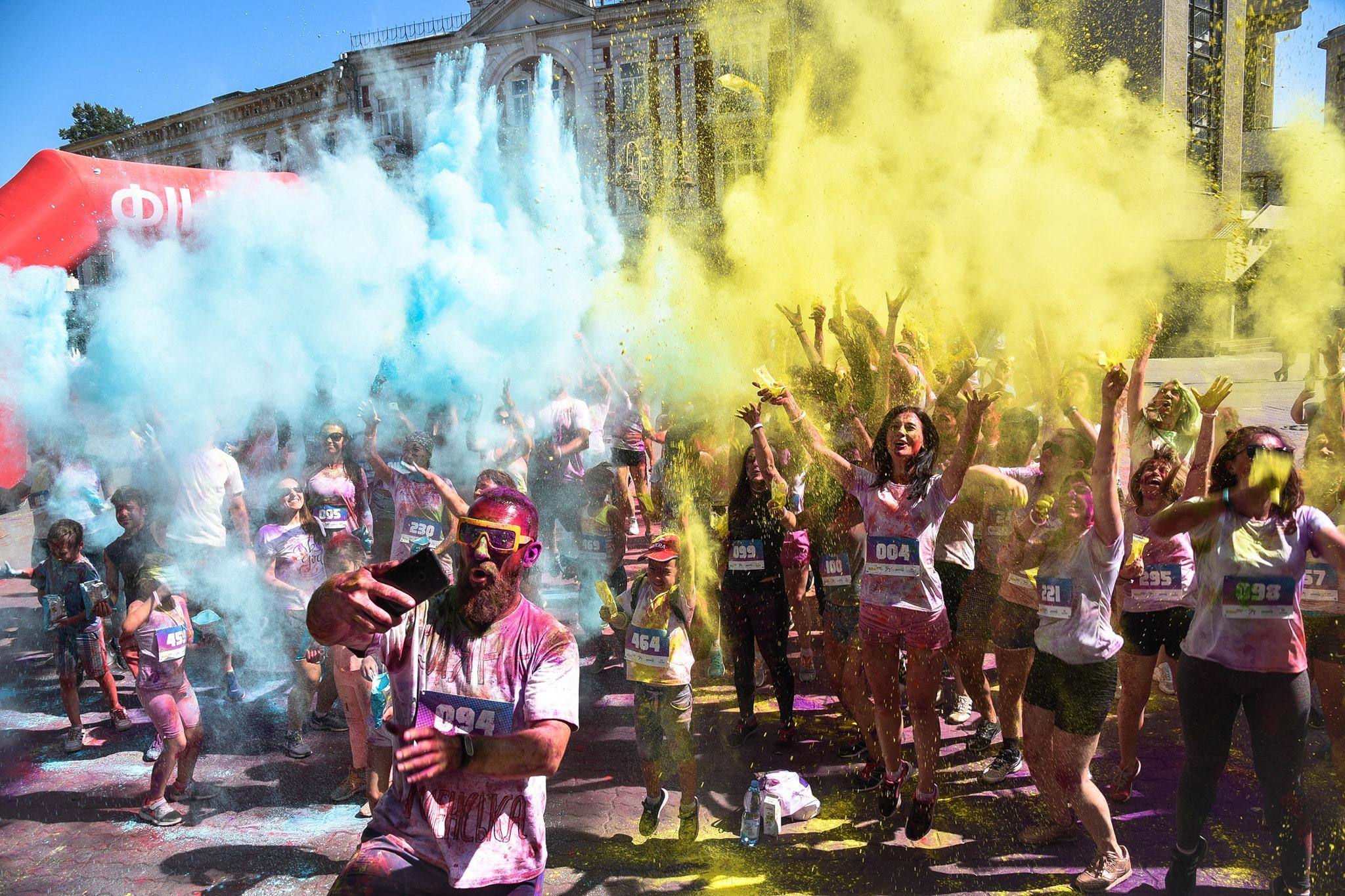 У Франківську на кольоровому пробігу зібрали понад 15 тисяч гривень на здійснення дитячих мрій 6