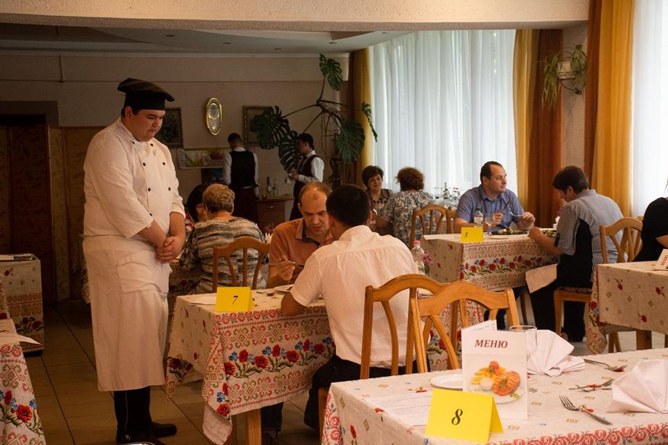 Мер Марцінків приймав іспити у кухарів та офіціантів 10