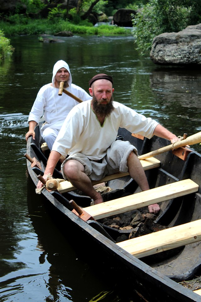 Франківці середньовічним човном прибули на історичний фестиваль у  Коростені 22
