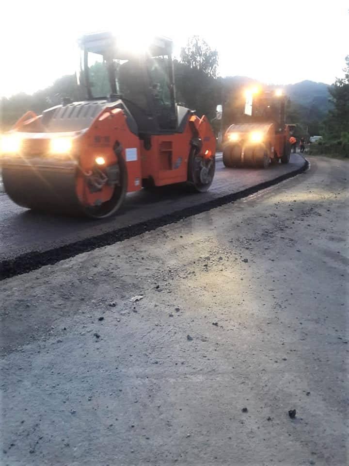 Завершують ремонт автотраси в Косівському районі – стелять покриття 1