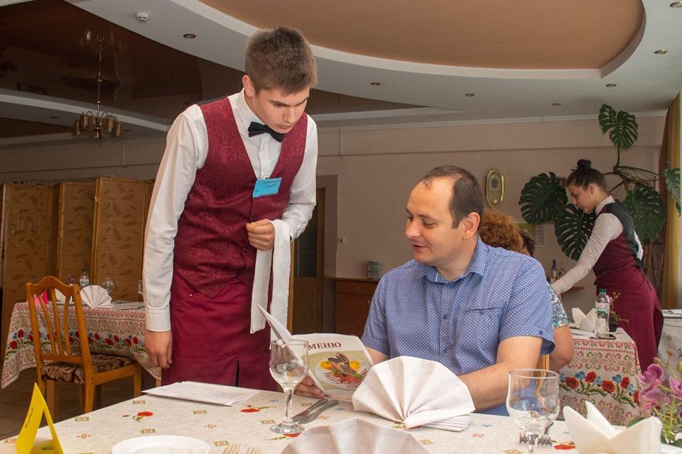 Мер Марцінків приймав іспити у кухарів та офіціантів 4