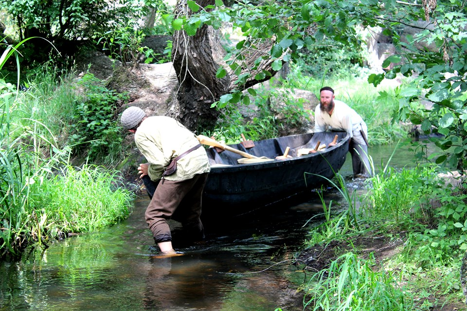 Франківці середньовічним човном прибули на історичний фестиваль у  Коростені 12