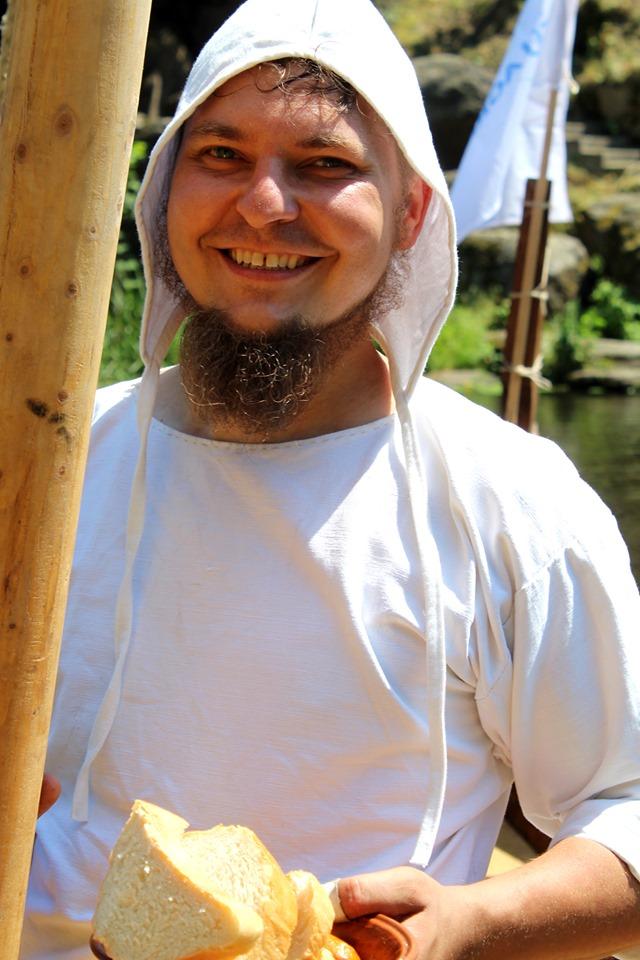 Франківці середньовічним човном прибули на історичний фестиваль у  Коростені 18