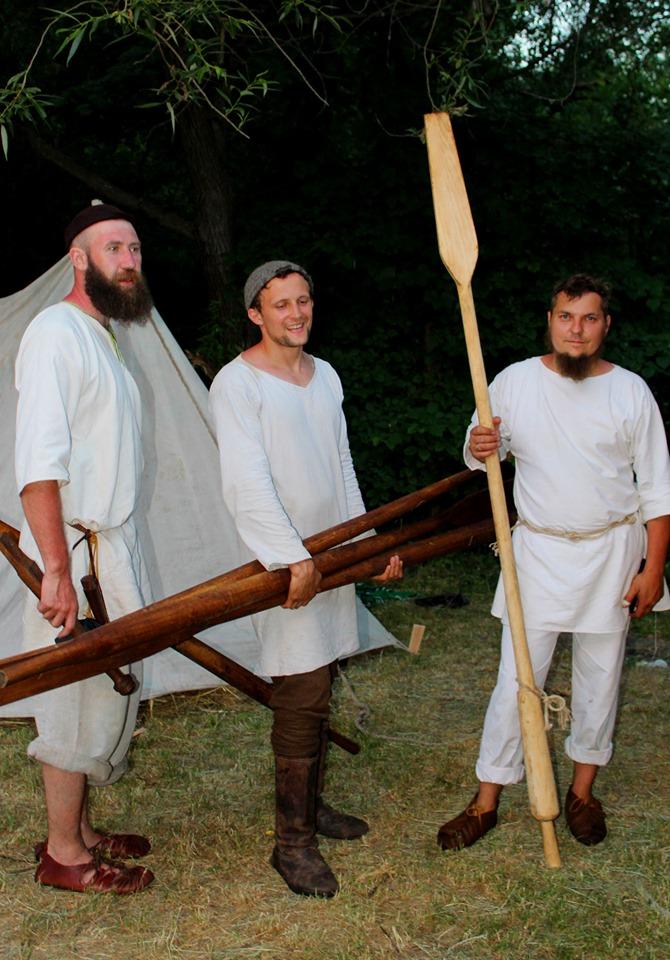 Франківці середньовічним човном прибули на історичний фестиваль у  Коростені 28