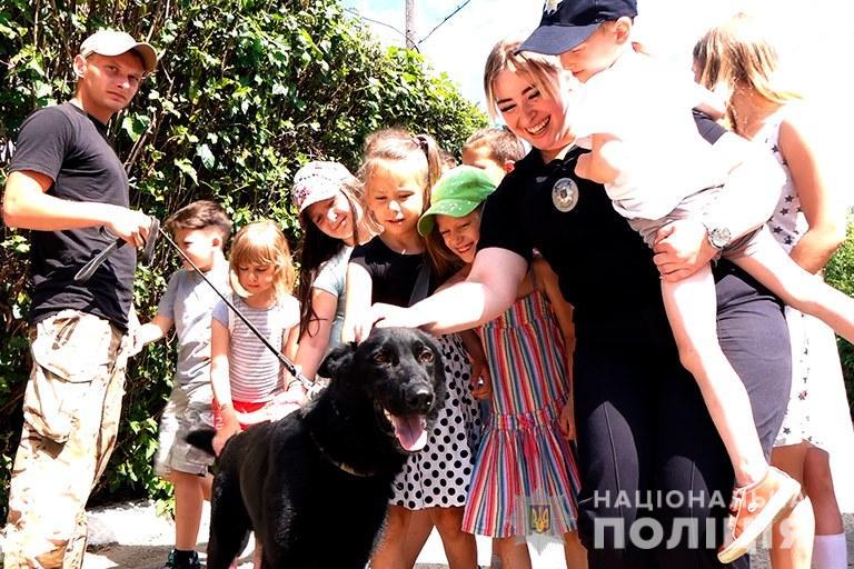 У Франківську поліцейські показали дітям, як працює кінологічна служба 2