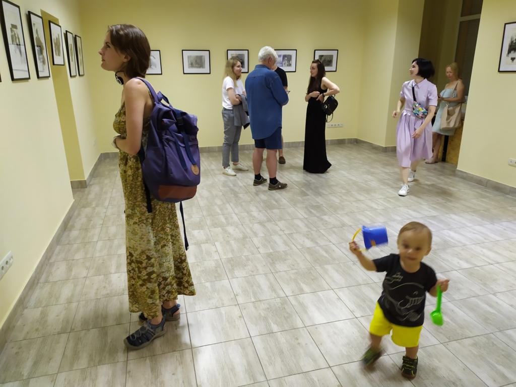 Папір і метал: у Франківську відкрили виставку оригінальної графіки 1