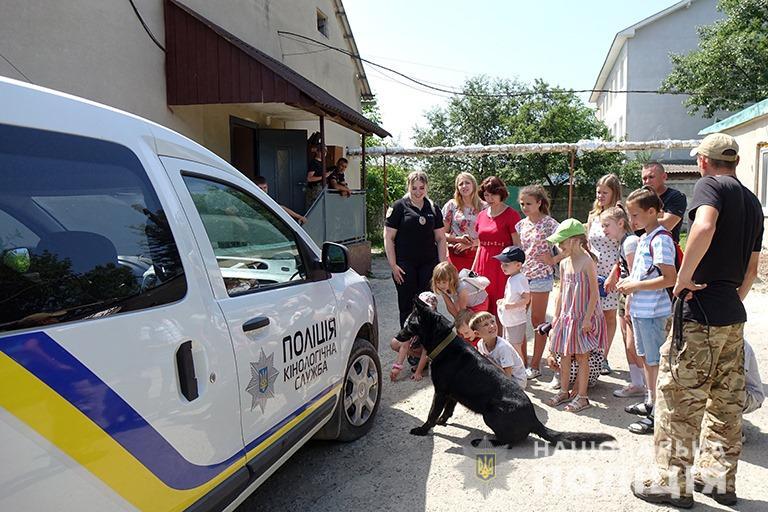 У Франківську поліцейські показали дітям, як працює кінологічна служба 4