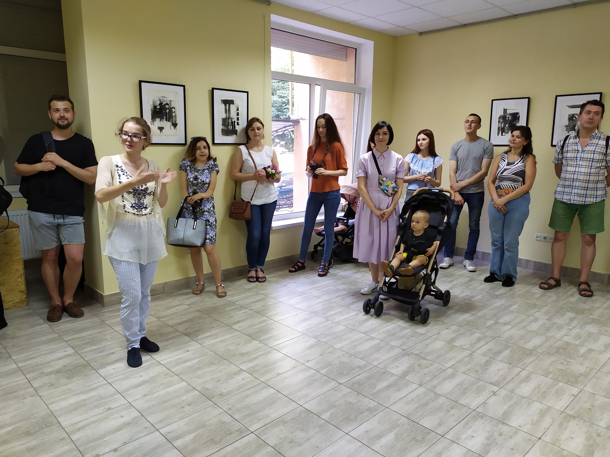 Папір і метал: у Франківську відкрили виставку оригінальної графіки 8
