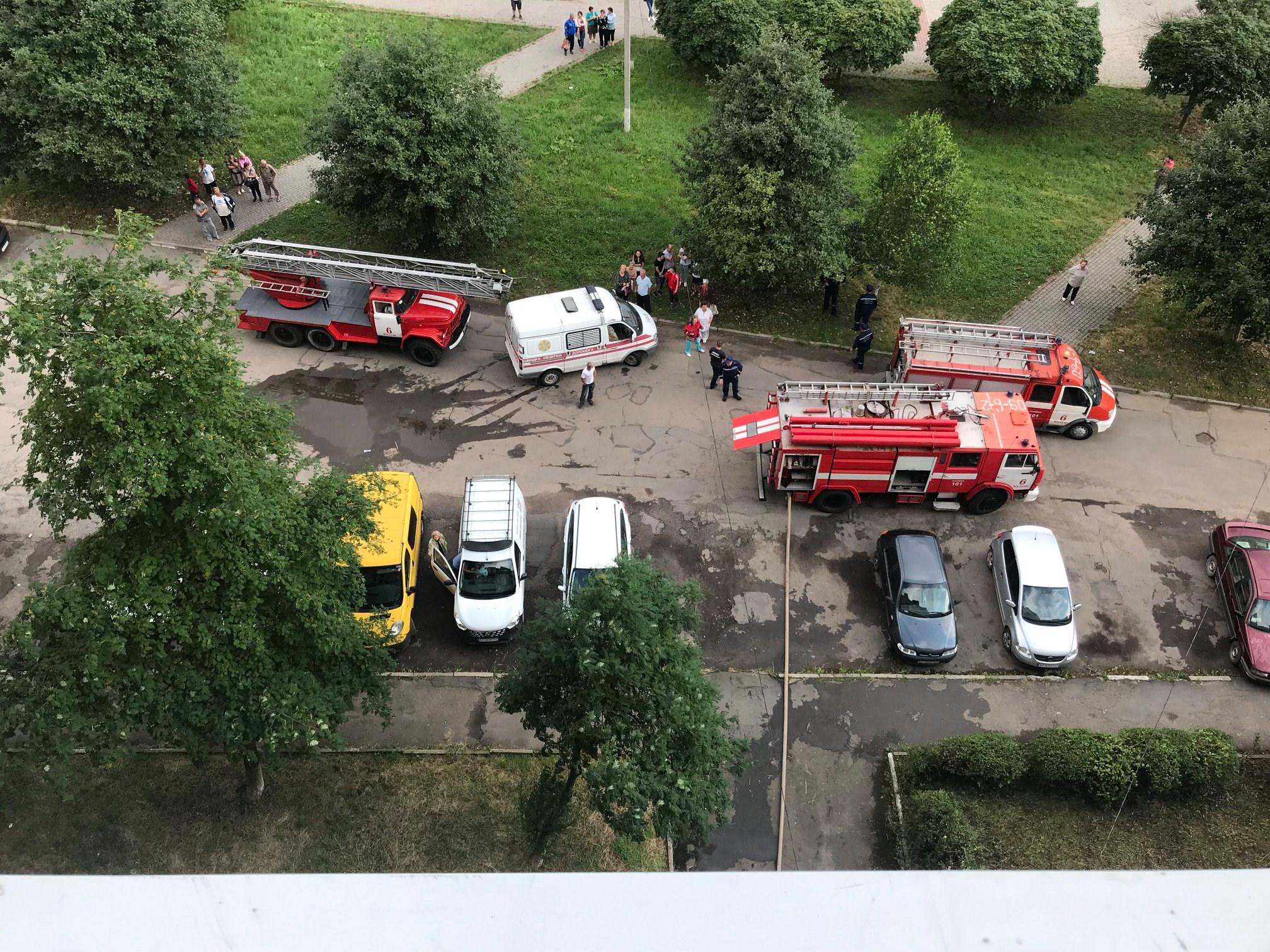 У Калуші на пожежі врятували чоловіка 2