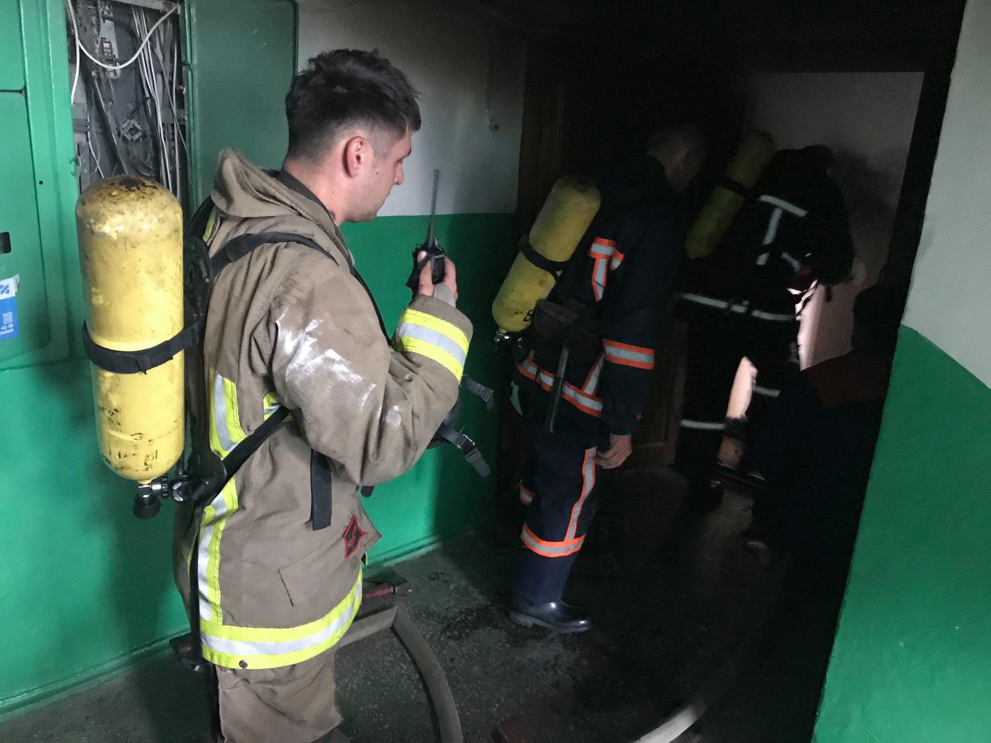 У Калуші на пожежі врятували чоловіка 3