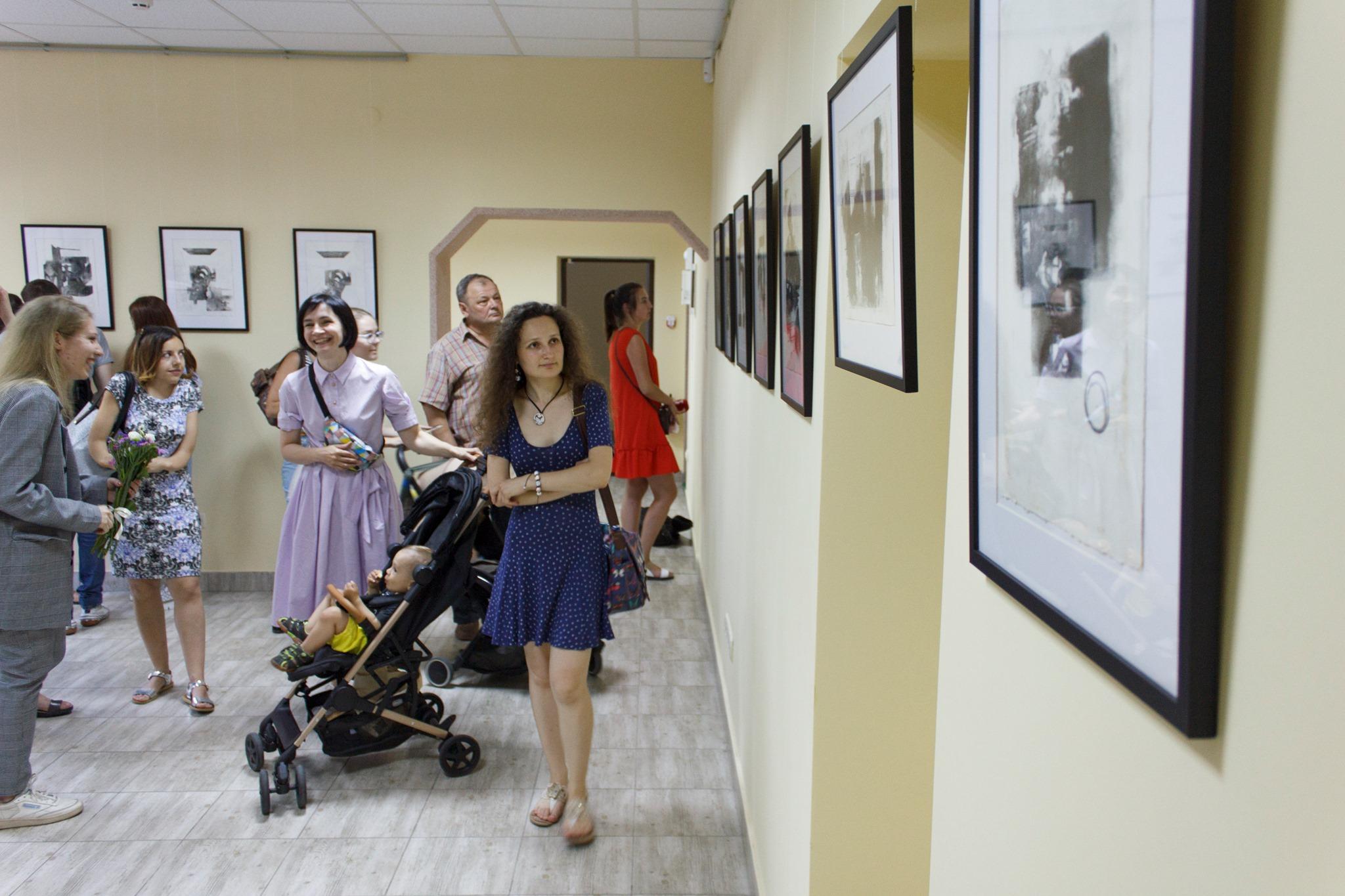 Папір і метал: у Франківську відкрили виставку оригінальної графіки 4