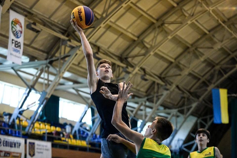 У Франківську 32 команди змагалися в баскетболі 10