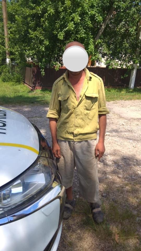 """Поліцейські Прикарпаття затримали чоловіка, який вирішив """"замінувати"""" сільську раду 1"""