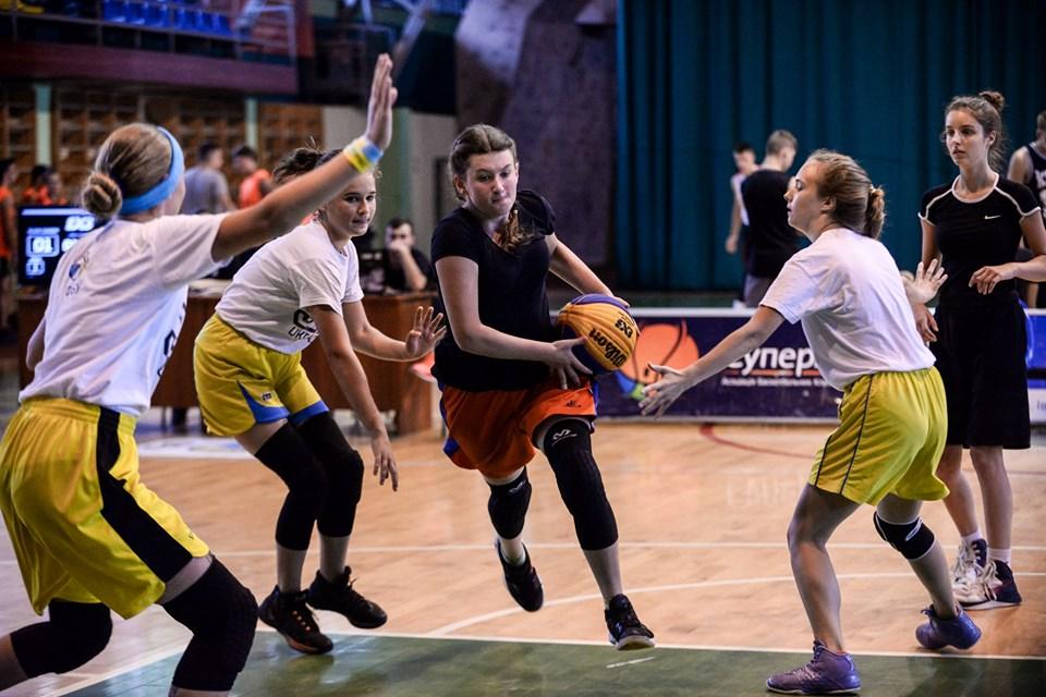 У Франківську 32 команди змагалися в баскетболі 12