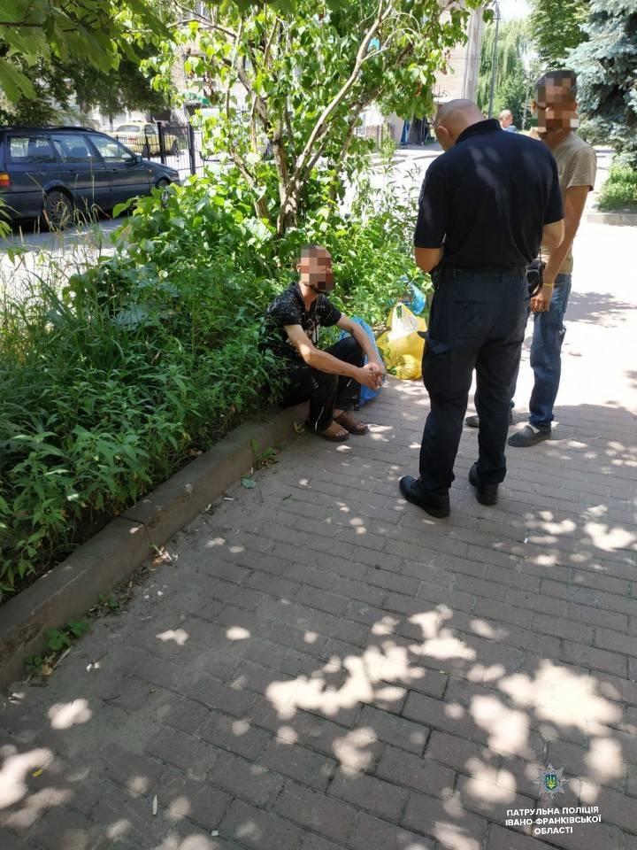Франківські патрульні затримали автомобільних крадіїв з акумулятором 1