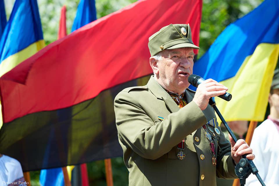 Під партійними прапорами: у Франківську на віче вшанували Романа Шухевича 8