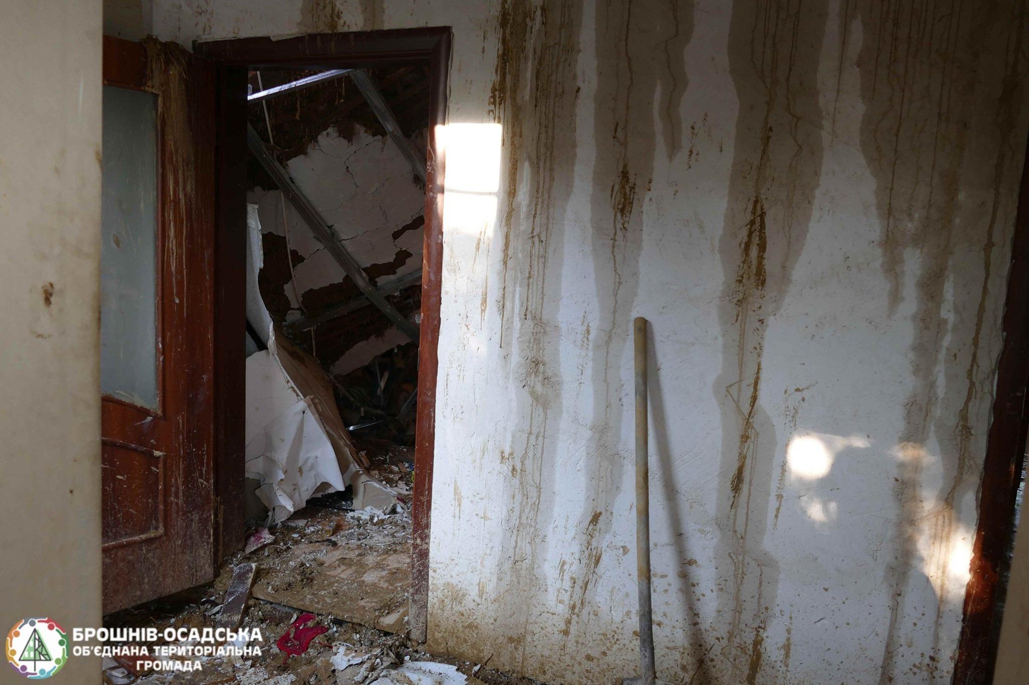 Через стихію родина у Брошнів-Осадській ОТГ залишилася без даху над головою 3