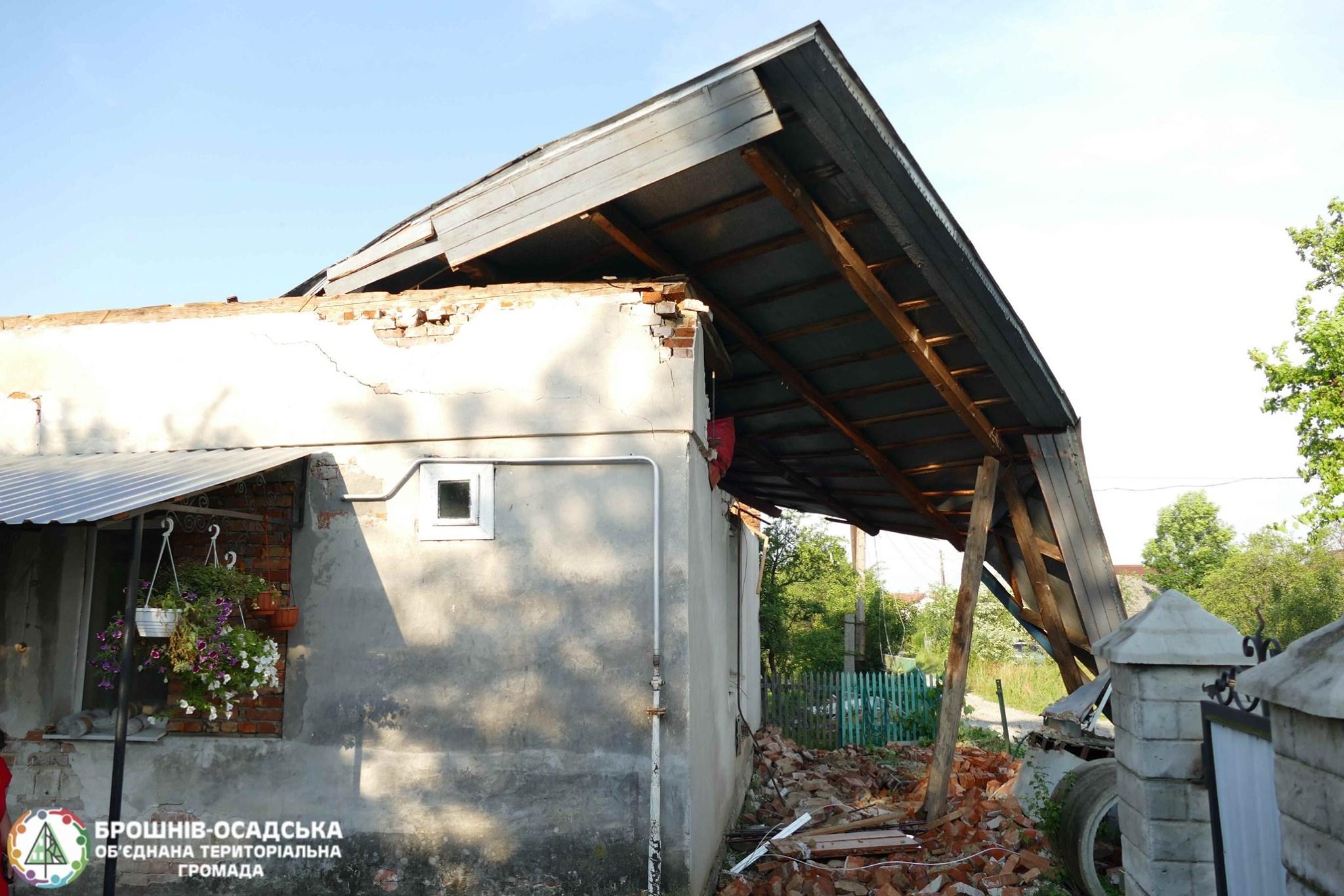 Через стихію родина у Брошнів-Осадській ОТГ залишилася без даху над головою 4