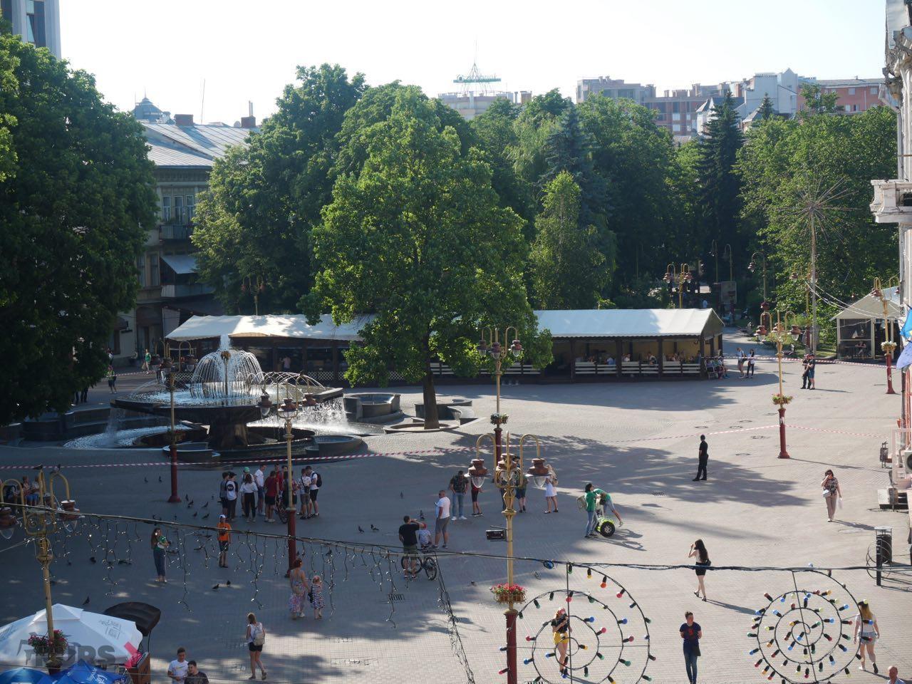 З франківського фонтана вигнали дітей – повідомлення про замінування 4