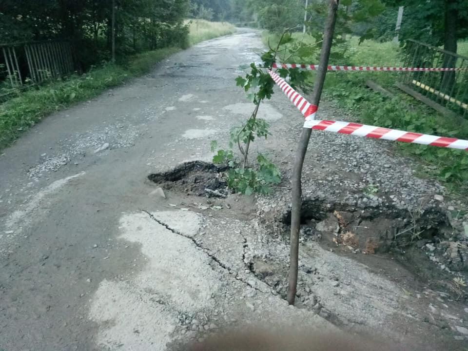 На Косівщині обвалився міст – дістатися Космача можна тільки в об'їзд 3