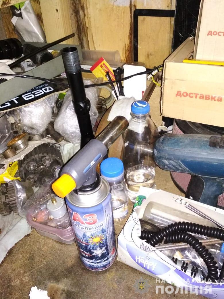 На Рожнятівщині поліція накрила нарколабораторію 6