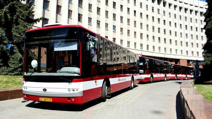 автобуси в Івано-Франківську