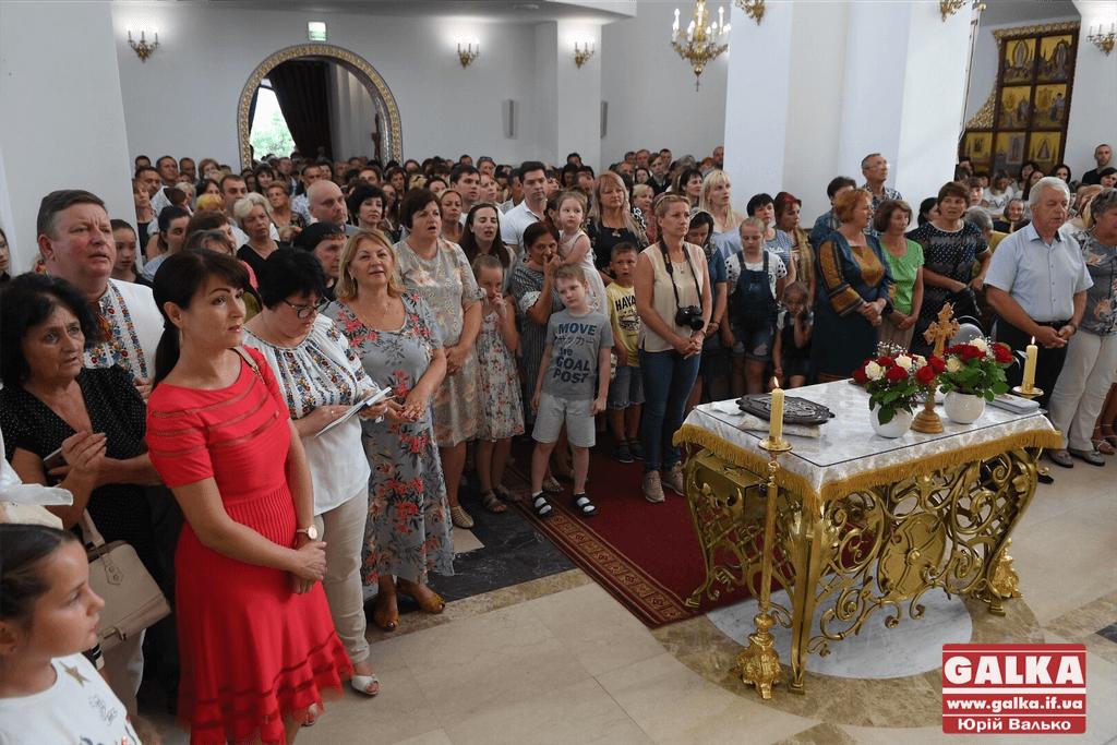 Сотні франківців прийшли прикластися до мощей апостола Тадея 6