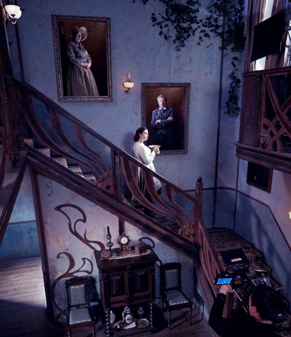 """Фокусники, акробати і еротика: завершилися зйомки фільму """"Віддана"""" за мотивами роману Софії Андрухович 20"""