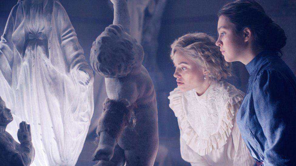 """Фокусники, акробати і еротика: завершилися зйомки фільму """"Віддана"""" за мотивами роману Софії Андрухович 22"""