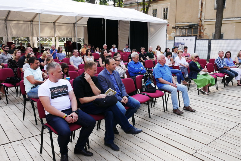 У Палаці Потоцьких показали фільм про оунівців «Незламні» 4