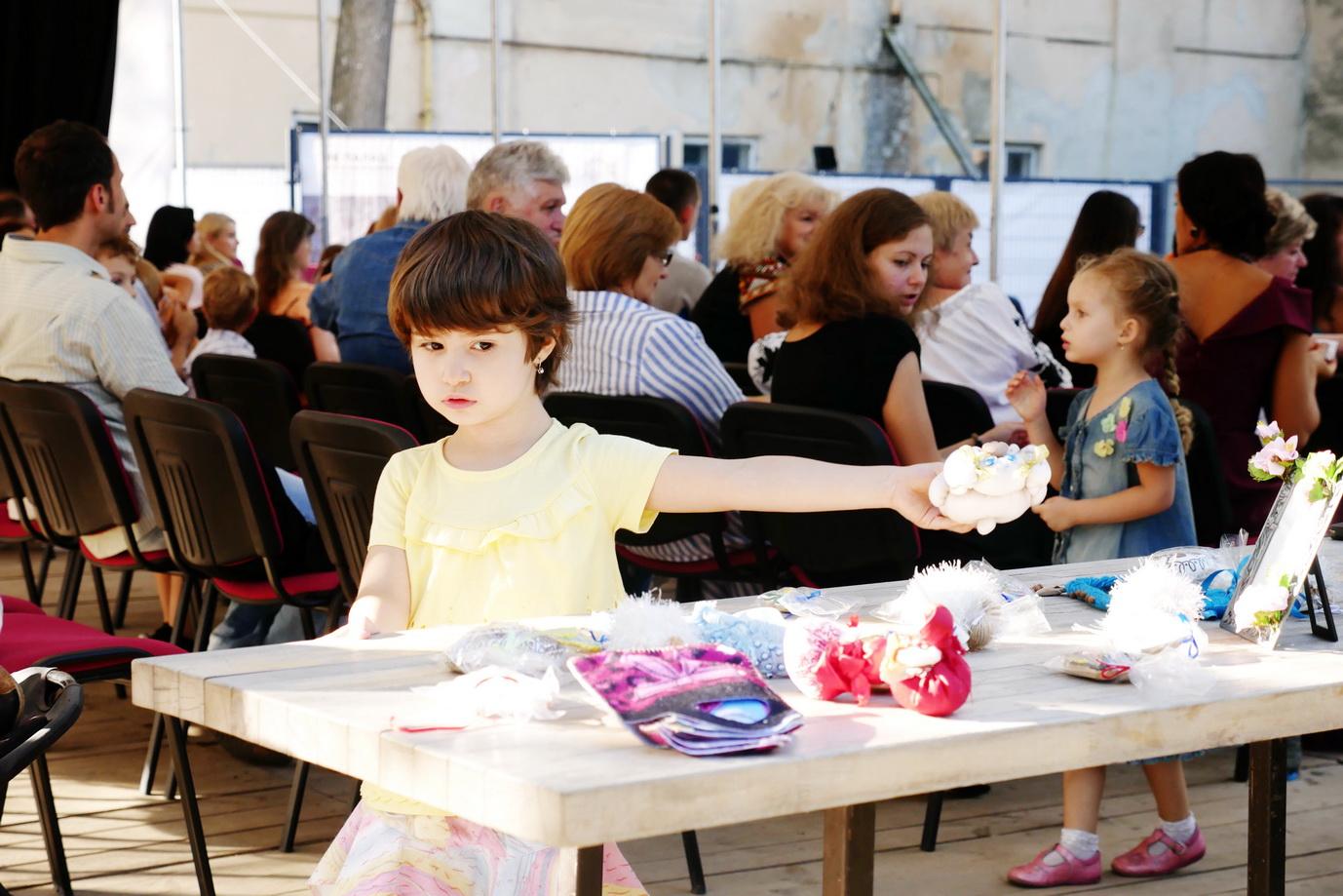 """У Франківську для онкохворих дітей """"на шапку"""" зібрали понад 20 тисяч гривень 8"""