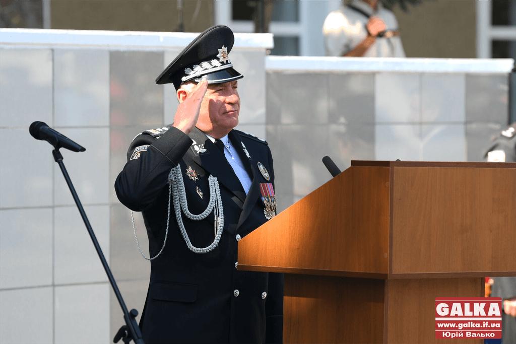 У Франківську майже півтори сотні випускників академії внутрішніх справ отримали перші офіцерські звання 22
