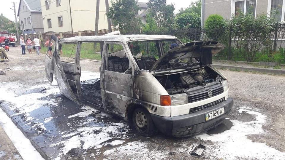 В Угринові згорів мікроавтобус Volkswagen 3